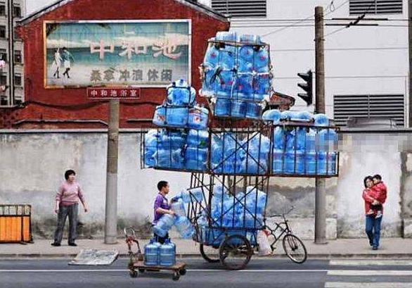 доставка воды в Китае
